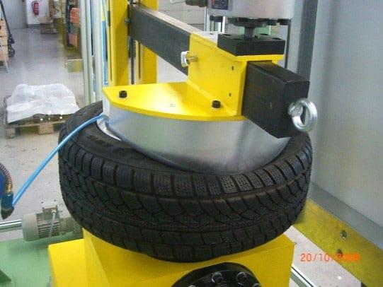 Dorneindring- und Reifenabdrück- Maschine (PLU)